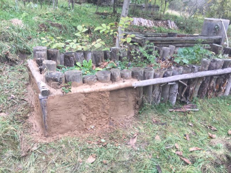 Přestavba dřevěného záhonu