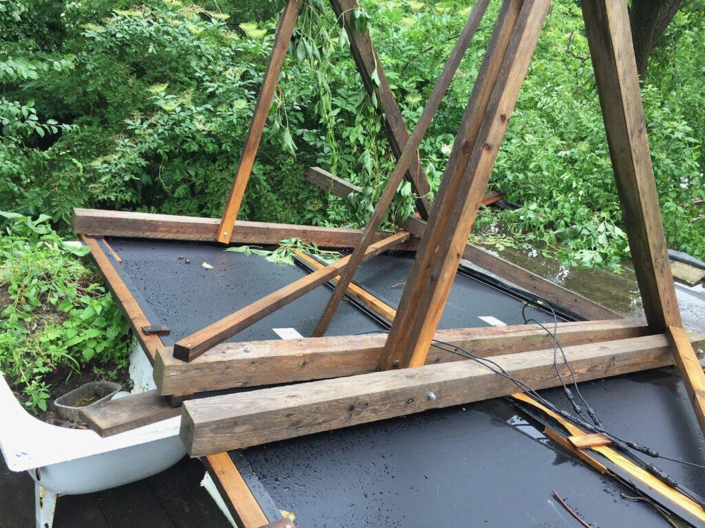 FV panely po větrné smršti - co nás čeká, až to budeme rovnat?